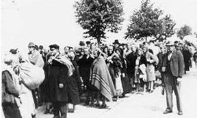 historisches Foto: Todesmarsch von Brünn